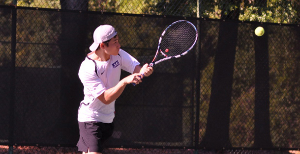 Men's tennis split first tourney of the season