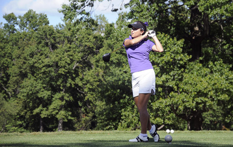 Violets falter in weekend golf tournaments