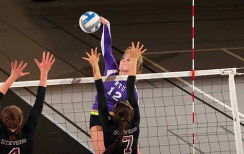 Volleyball beats Baruch, loses to Richard Stockton