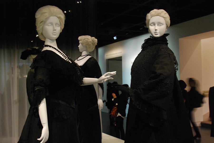 Exhibition explores funeral fashion