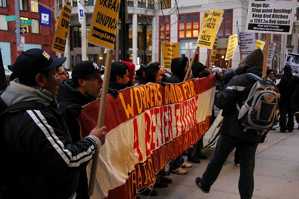 Union members waved pickets in English and Spanish outside Bröd Kitchen on Friday afternoon.