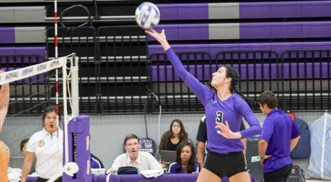 Violet Volleyball Lengthens Win Streak