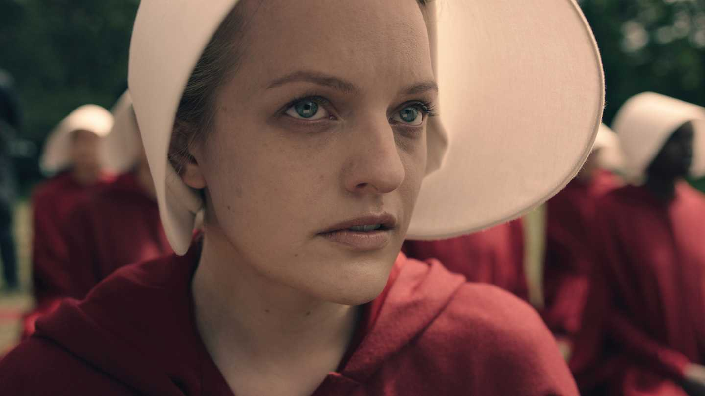 Elisabeth Moss walks back