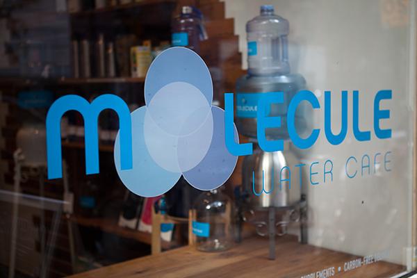 Molecule café cleanses the tap