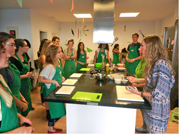 NYU Madrid students participate in culinary workshop