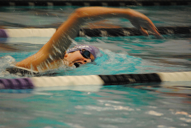 Swimming and diving teams split weekend at Rochester Invitational