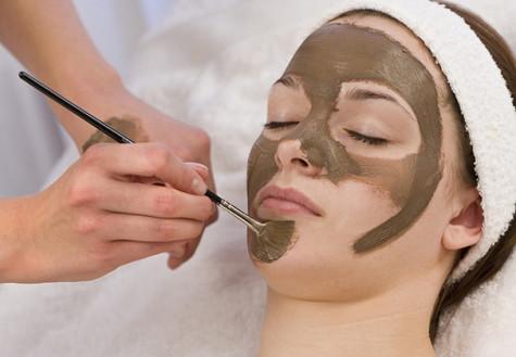 Sleep mask trend offers skin treatment options