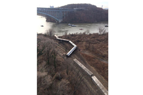 Metro-North train derails on way to Grand Central Terminal
