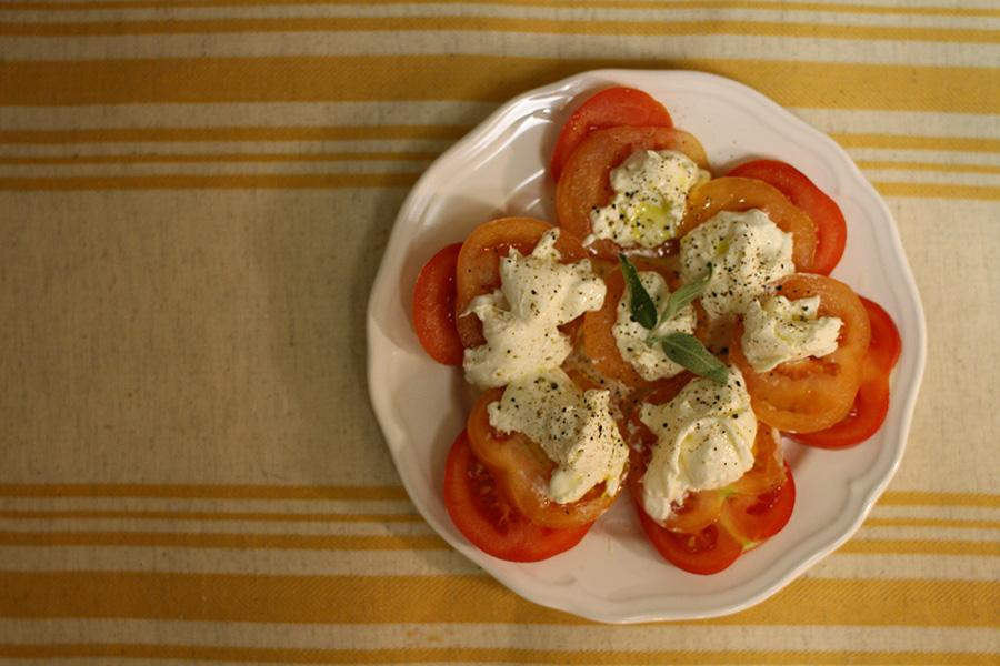 Burrata+can+be+simply+prepared+with+sliced+tomatoes+and+fresh+basil.