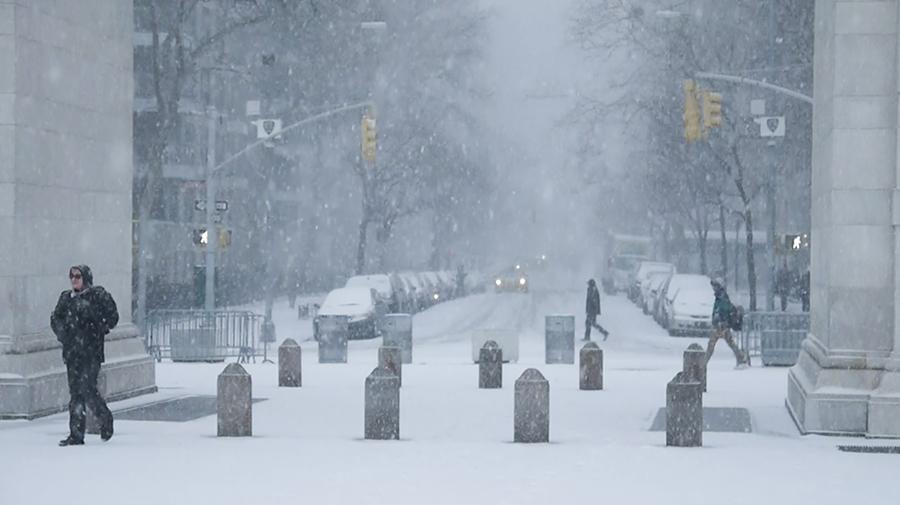Winter+storm+Juno+falls+on+Washington+Square+Park.
