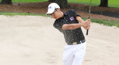 Golf competes in UAA tourney