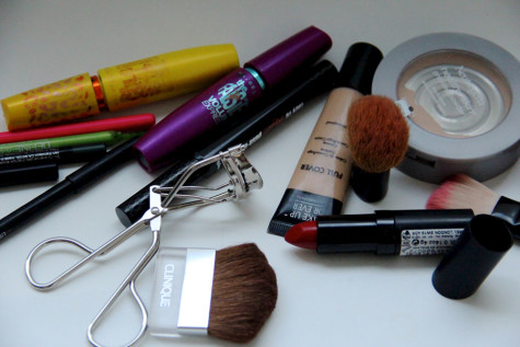 Face heat with  resistant makeup