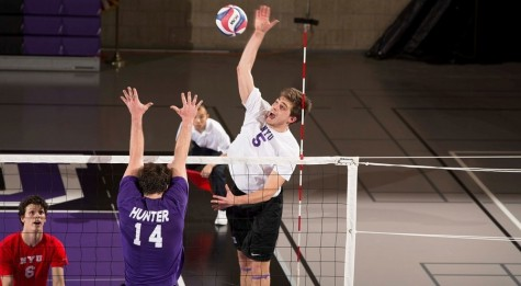 Top-10 Violets Wilt Against Unranked Hunter