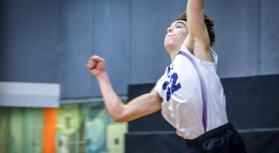 Evan+Lindley+scoring+a+kill%2C+in+the+NYU+volleyball+team%E2%80%99s+3-1+loss+against+Vassar+College.