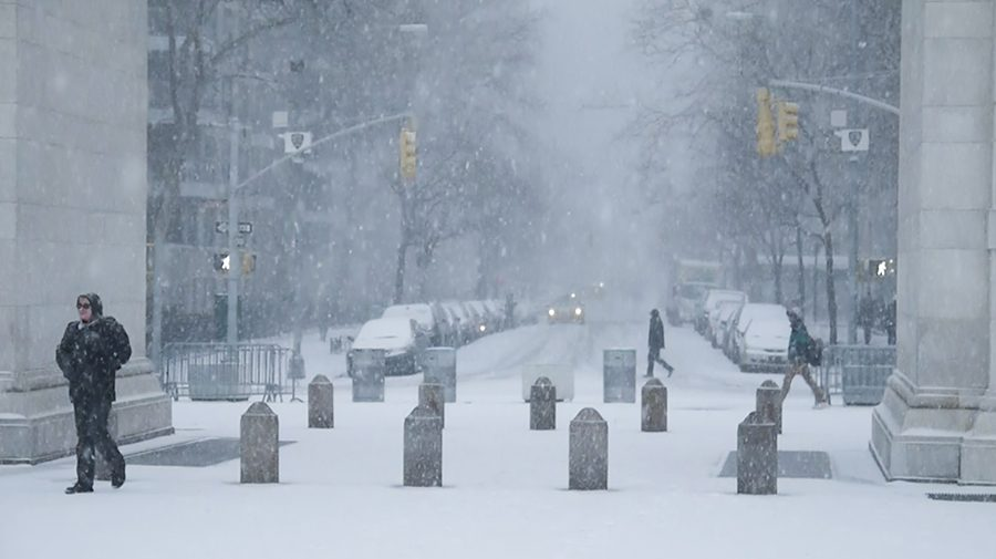 Washington+Square+Park+and+5th+Avenue+in+the+snow.+New+York+expects+to+see+heavy+snow+showers+Wednesday+night.