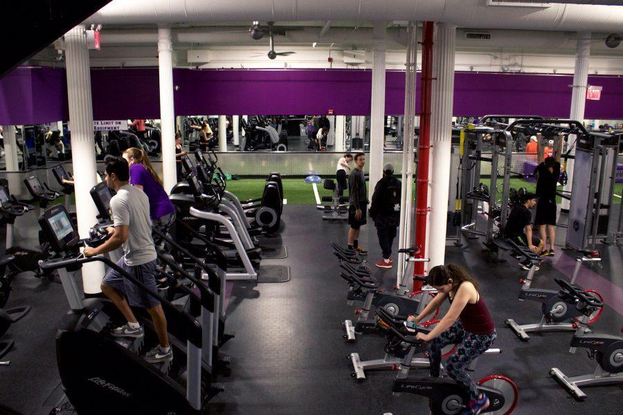 Workout+area+at+404+Fitness.+60%25+of+NYU+students+surveyed+state+that+they+resolve+to+work+out+more+often+in+2018.+