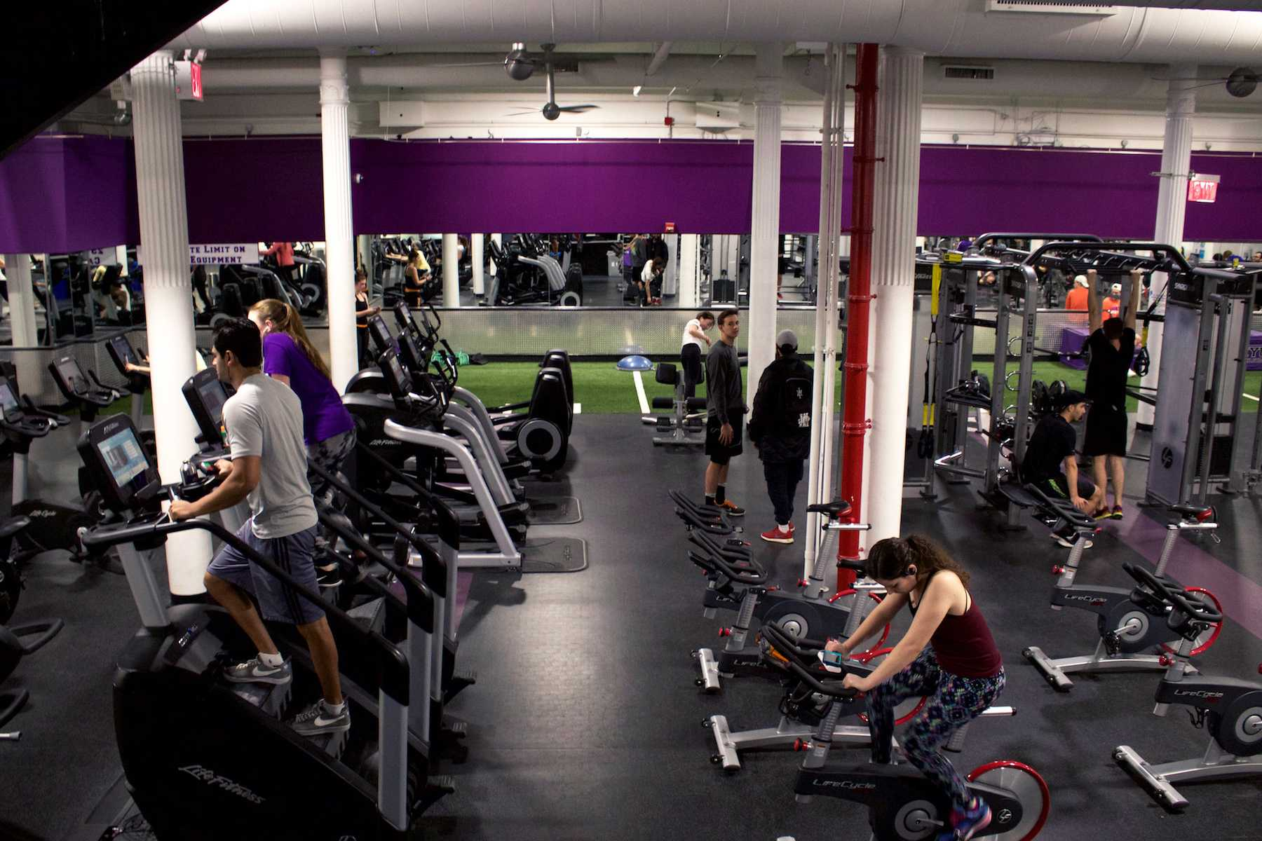 NYU 404 Fitness, a gym for students, is located on Lafayette Street between East 4th Street and Astor Place. As a replacement of the Jerome S. Coles gym on Mercer Street that closed last year, 404  opened on Feb. 22, 2016.