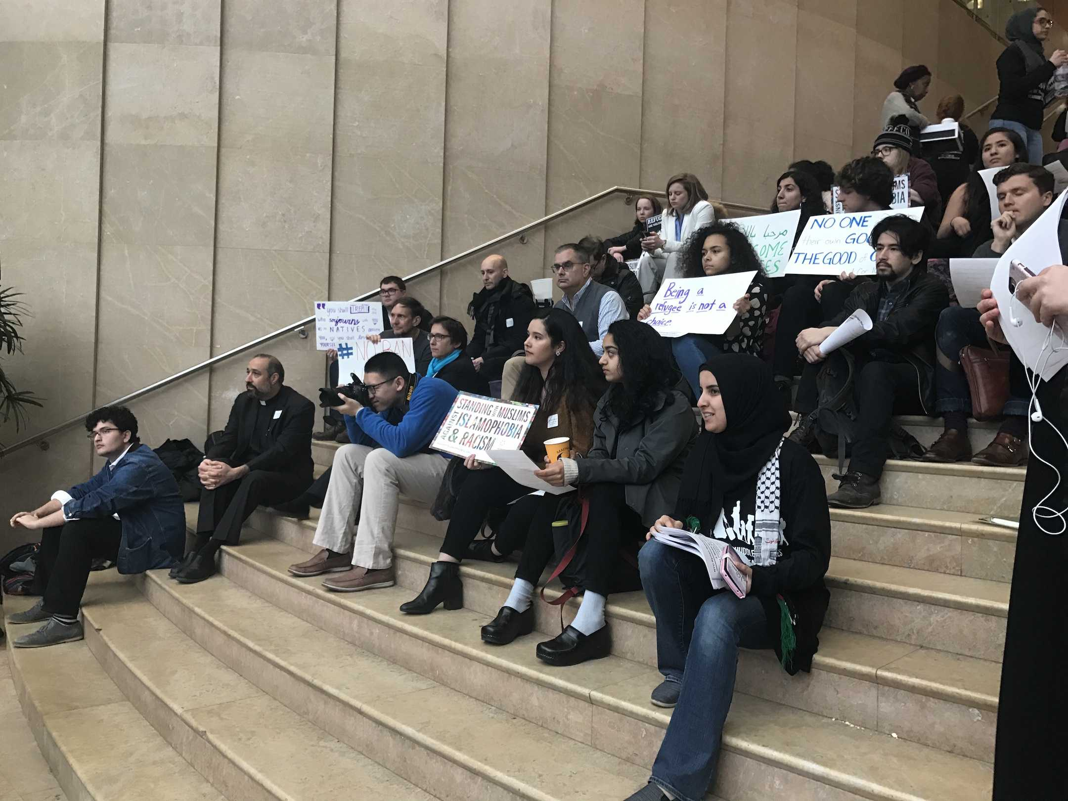 A rally for Syrian Refugee Awareness Week was at the staircase of the Kimmel Center for University Life. Rabbi Sharon Kleinbaum, founder of the Salam Arabic Lutheran Church Khader El-Yateem and a many NYU students spoke at the event.