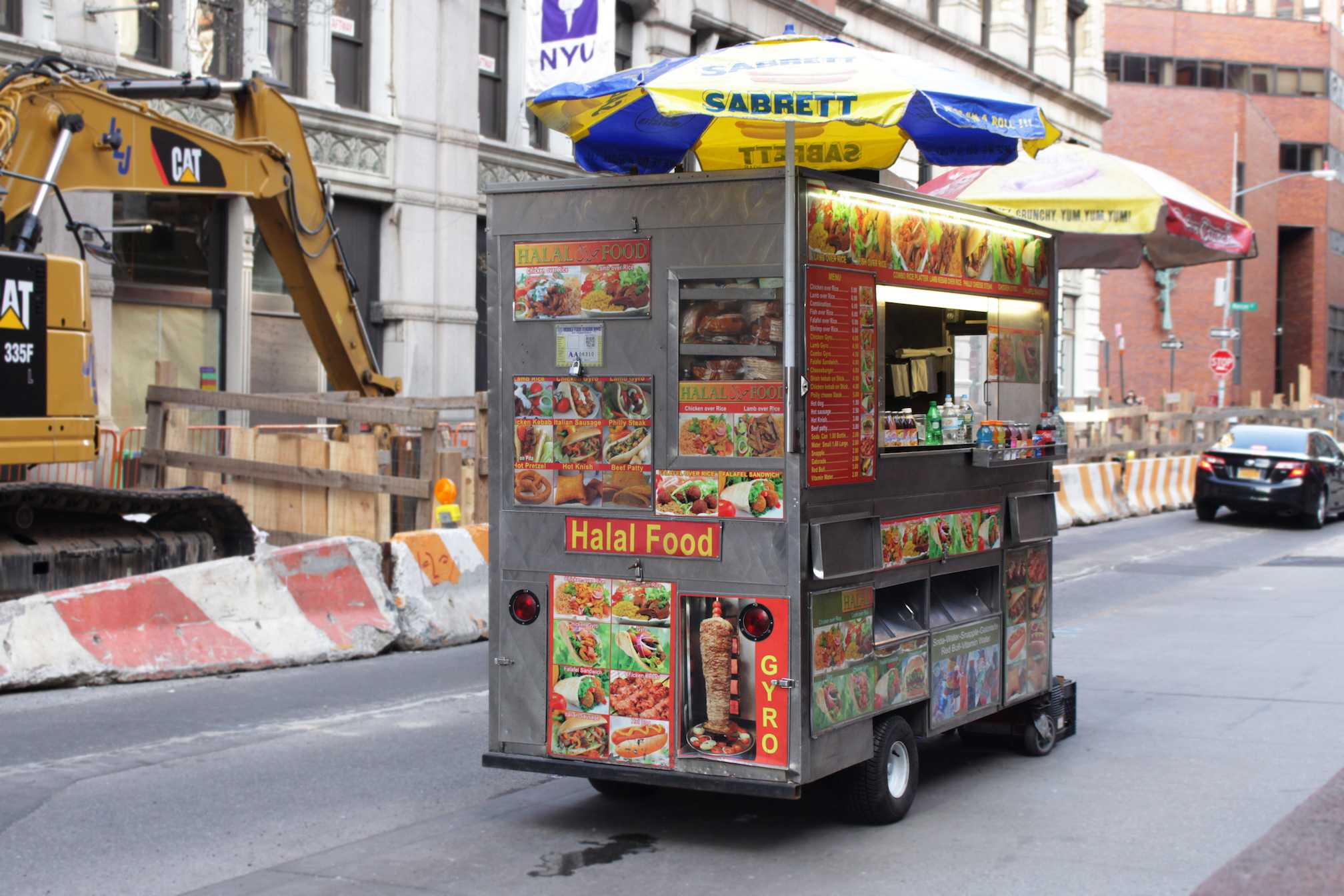 Halal food carts are available at almost every corner of busy streets in Manhattan. Such authentic street foods, among troll foods and unhealthy bowls, are predicted to trend in 2017.
