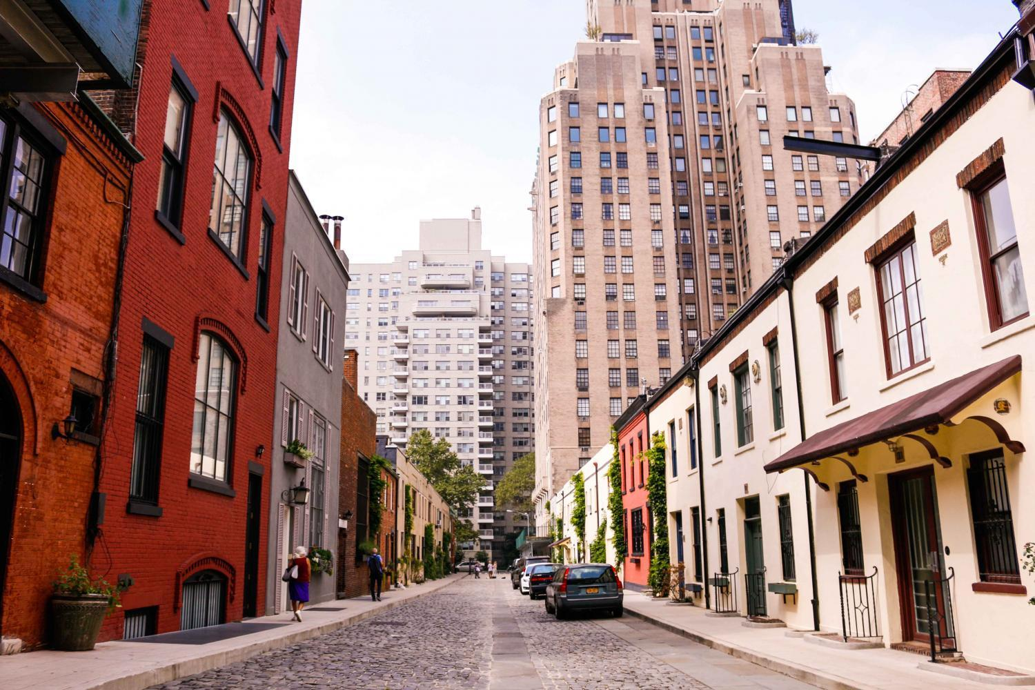 Washington+Mews%2C+located+between+Fifth+Avenue+and+University+Place%2C+is+home+to+many+of+NYU%E2%80%99s+international+houses.+NYU+hosts+more+international+students+than+any+other+education+institution.