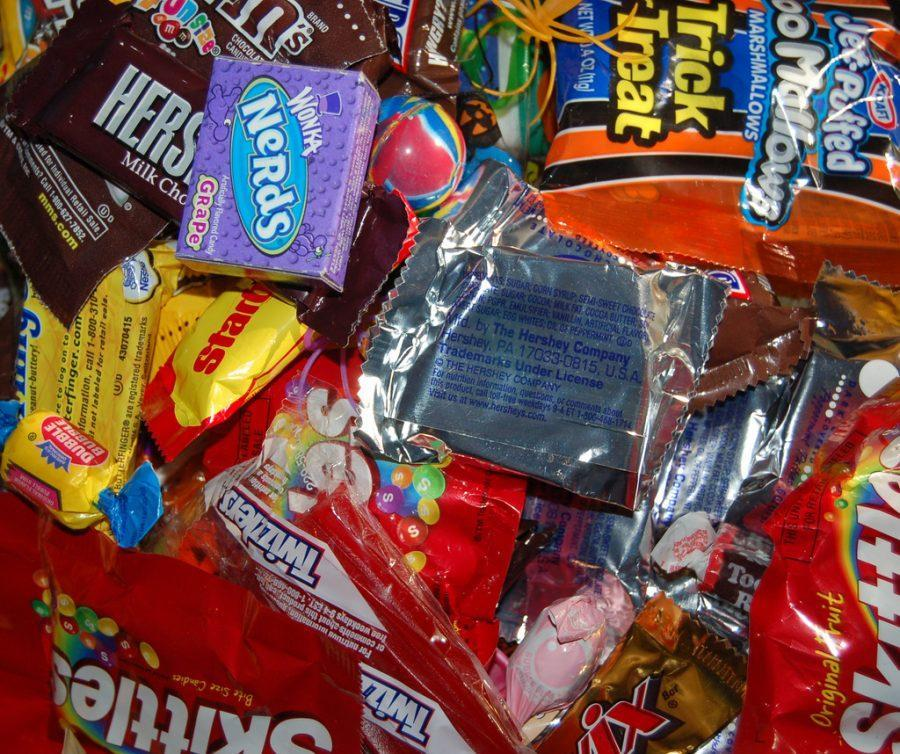 Candy+has+substituted+potatoes%2C+apples%2C+and+nuts+as+the+%E2%80%9Ccurrency%E2%80%9D+of+halloween+in+modern+day.+%0A