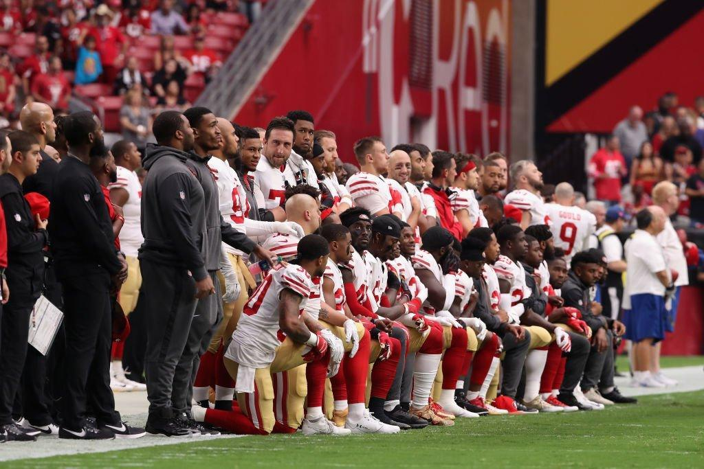 %0A30+players+from+Kaepernick%E2%80%99s+former+team%2C+the+San+Francisco+49ers%2C+kneel+during+the+national+anthem+before+their+game+on+Oct+1%2C+2017.%0A