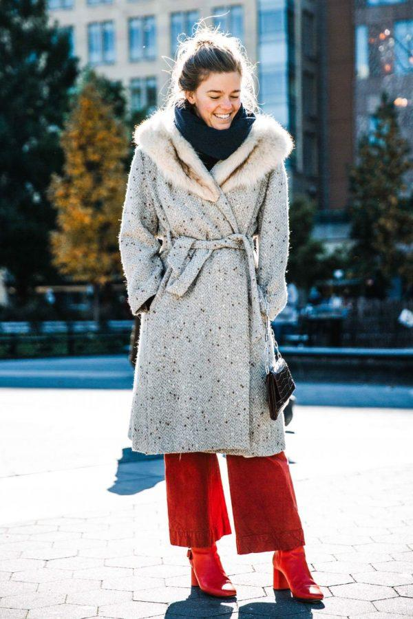 Scarves+and+coats+both+are+fashionable+items+to+keep+warm+in+winter%2C+of+course%2C+a+pair+of+eye-catching+boots+is+a+plus.+