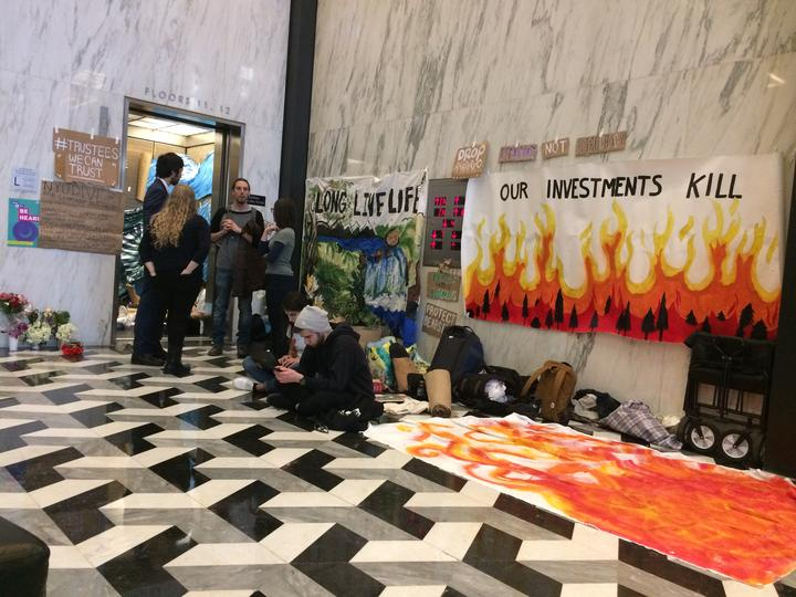 Members+of+NYU+Divest+and+NYU+SLAM+have+said+that+they+will+occupy+the+executive+elevator+in+Bobst+until+their+demands+are+met.