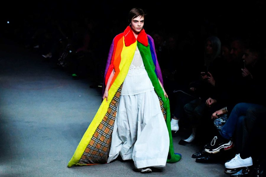 Cara+Delevingne+walking+the+runway+for+Burberry%E2%80%99s+spring+2018+ready-to-wear+collection.