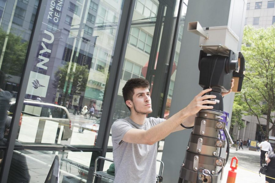 A+student+taking+measurements+of+the+way+that+millimeter+waves+travel+and+react+in+Downtown+Brooklyn+at+Tandon.