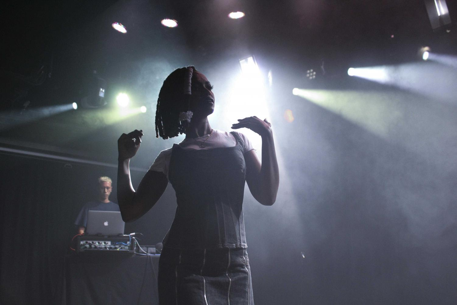Kelela performing at the 2016 Mystery Concert.